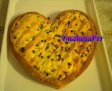 Costata a  forma  di cuore per  San Valentino di ricotta e  gocce di cioccolato  fondente
