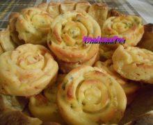 Muffin salati a  forma di rosa-prosciutto cotto e provola / piselli pancetta e provola