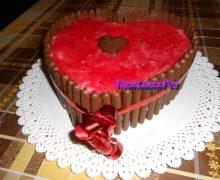 Torta a forma di cuore fragole e panna festa della mamma, San Valentino