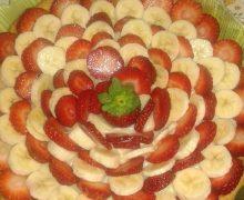 Crostata alla crema con  banane e fragole di Anto